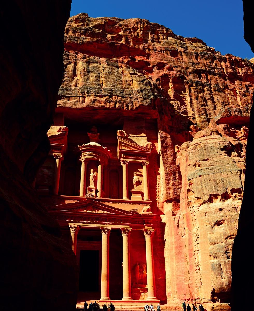Die Monumentalfassaden von Petra sind direkt aus dem Fels gehauen © Nobert Eisele-Hein