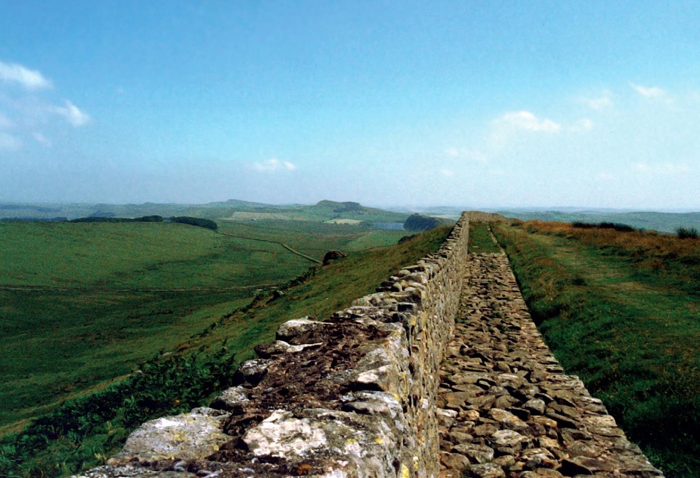 Weltkulturerbe und Wanderweg in einem: Der Hadrianswall im Norden Englands © Mediatus