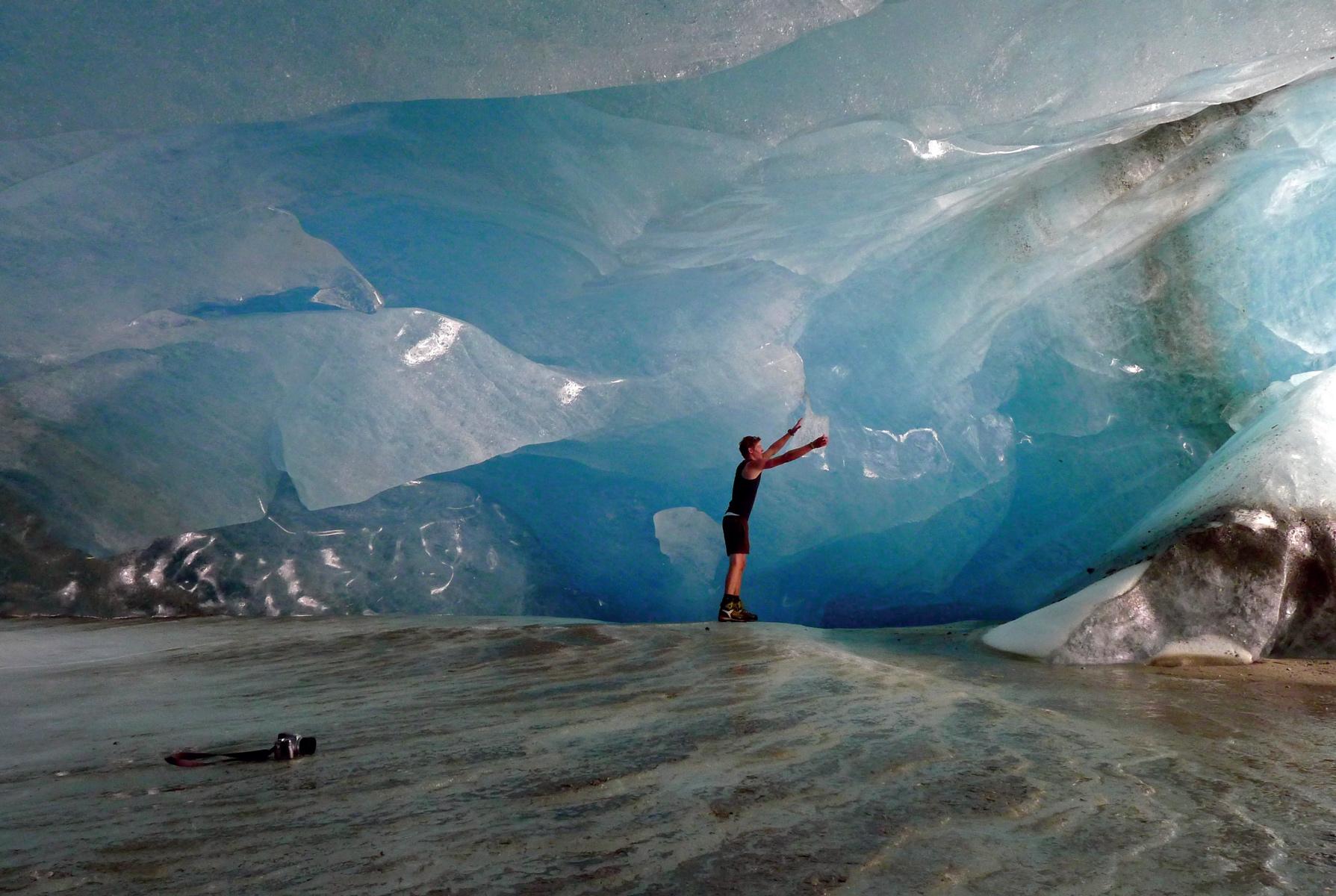 Faszination Gletscher: 2003 ging das Umbalkees 83 Meter zurück. Langzeitstudien und Massenbilanzen lassen uns Vorgänge verstehen © © Nationalpark Hohe Tauern: Martin Daniel Egger, Nationalpark Hohe Tauern: Martin Lugger