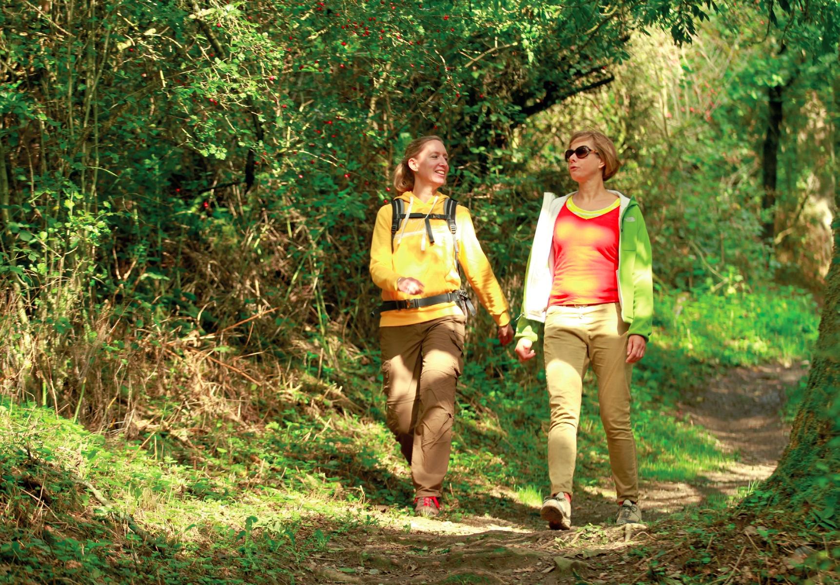 Claudia und Kristina sind beste Freundinnen. Beide vereinbaren Beruf und Familie weil sie sich Auszeiten beim Wandern nehmen © Michael Sänger