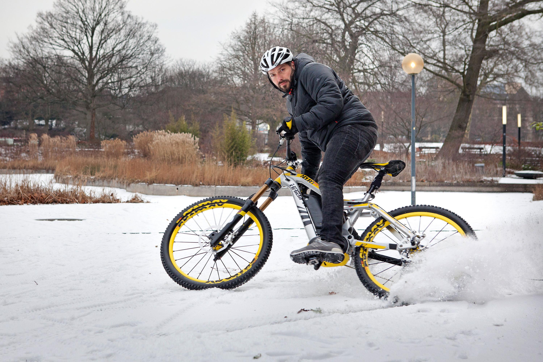 Bremstest auf Eis und Schnee © Archiv Gunnar Fehlau