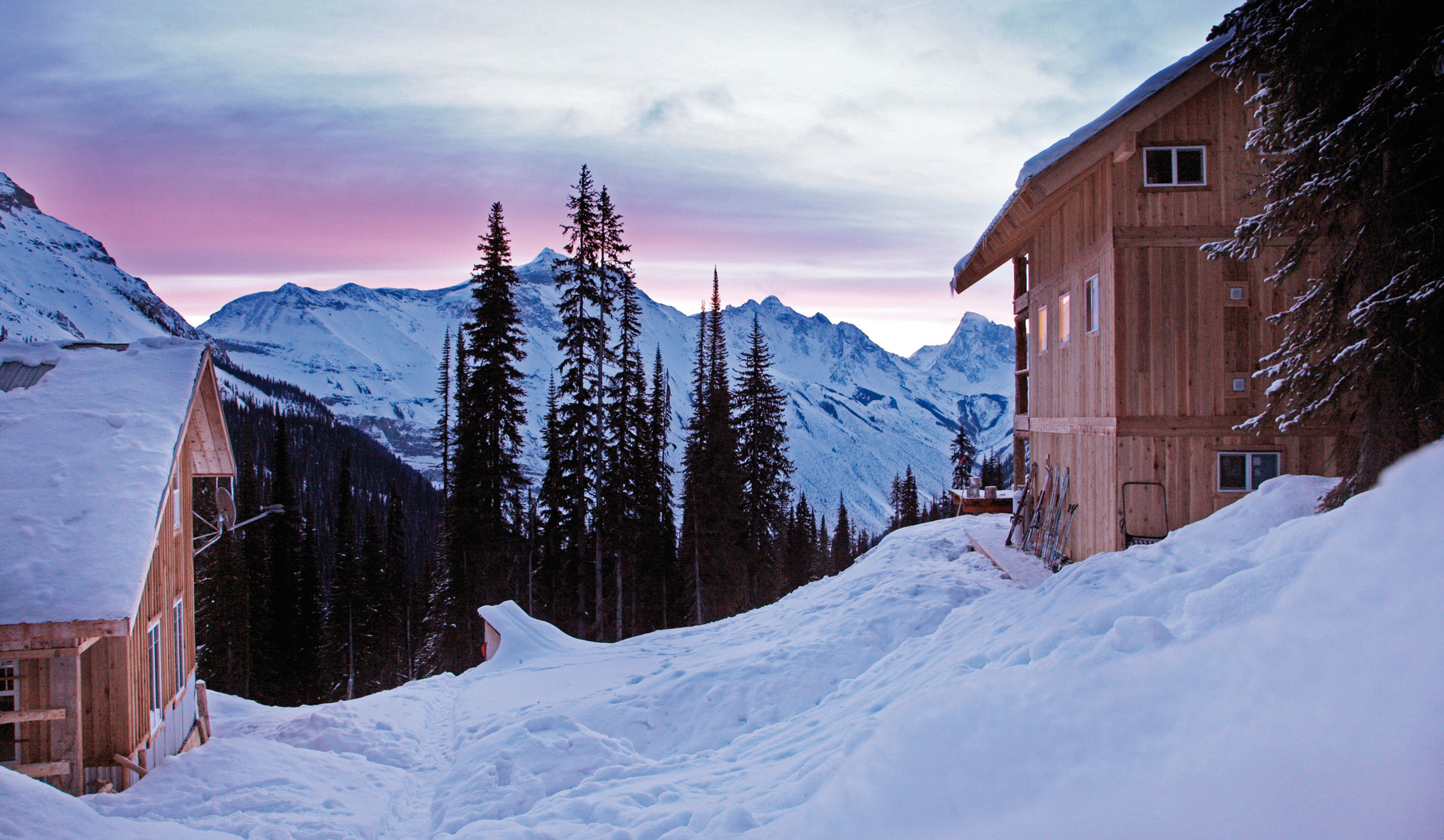 Die Icefall Lodge. Links das ursprüngliche Wohnhaus. © Archiv Larry Dolecki