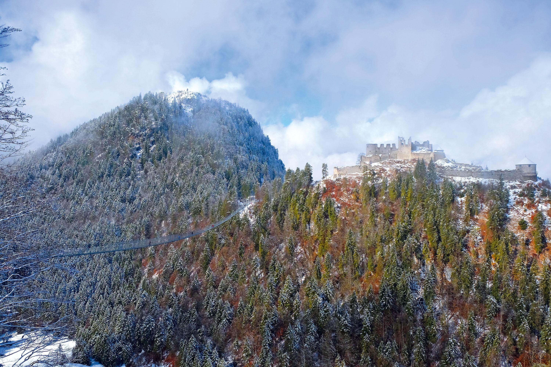 Die Burgruine Ehrenberg vom Fort Claudia aus gesehen © Lutz Bormann