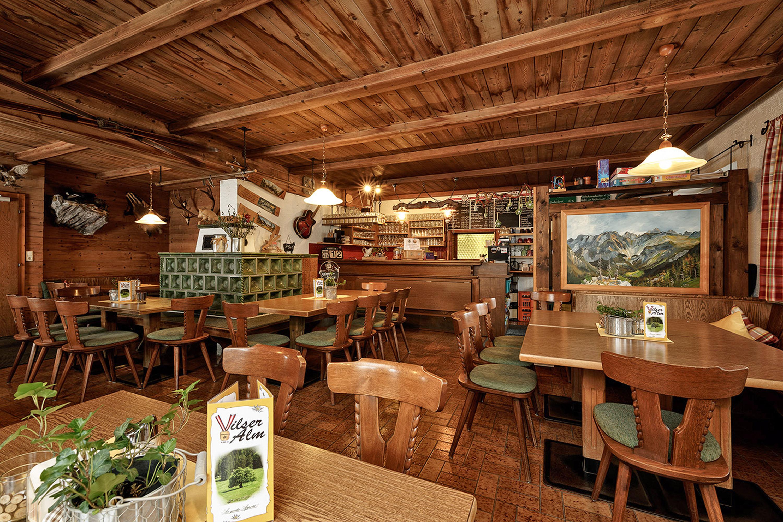 Einladend und urig: Vilser Alm, einevon 18 Winterzauberhütten in derNaturparkregion © Lutz Bormann