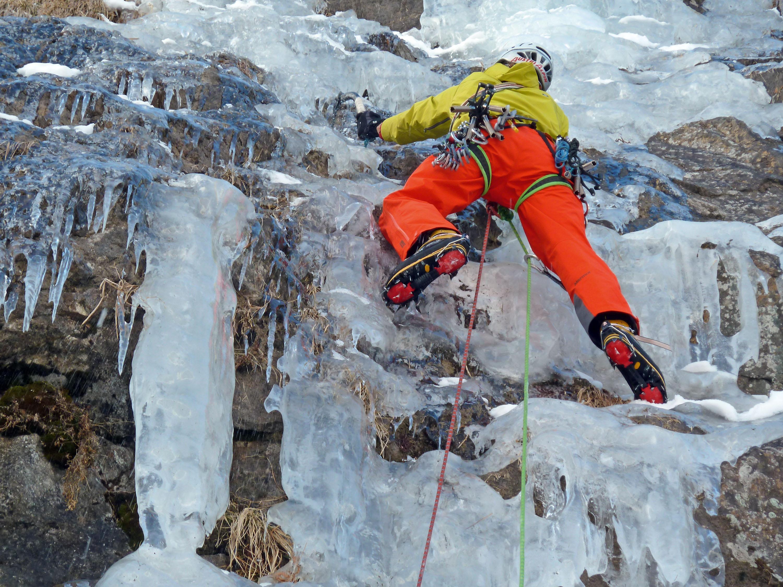Dünne Eisauflagen verlangen den geübtenBlick für die richtige Einschätzung © Klaus Pietersteiner, AustriAlpin