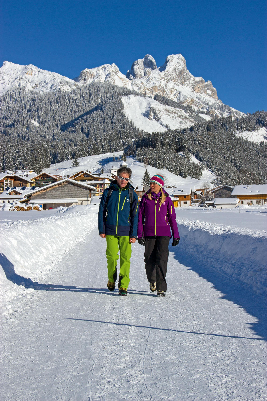 Winterwandern auf geräumten Wegen © Tannheimer Tal