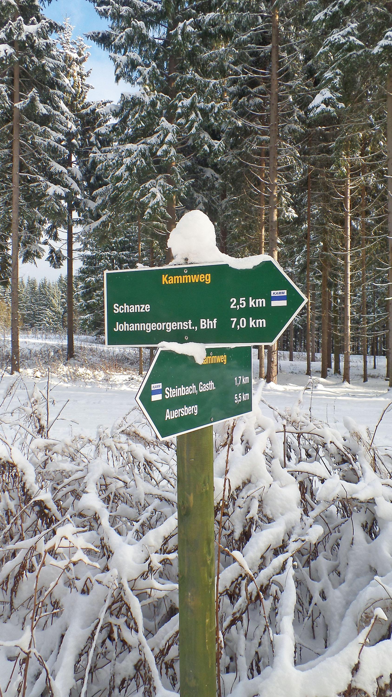 Der Kammweg-Wegweiser beiJohanngeorgenstadt © TV Erzgebirge