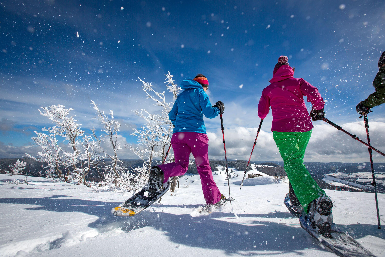 Wintervergnügen Schneeschuhwandern © Hochschwarzwald Tourismus GmbH, Baschi Bender