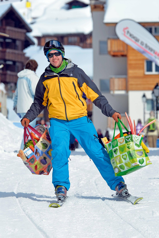 Auf Ski zum Einkaufen © Perretfoto.ch, Christian Perret