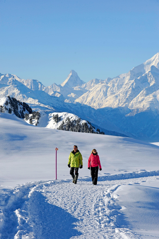 Winterwandern vor Traumkulisse © Perretfoto.ch, Christian Perret