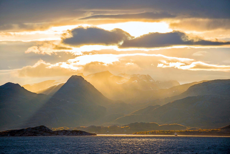Sonnenaufgang im Spätherbst am Polarkreis © Klaus-Peter Kappest