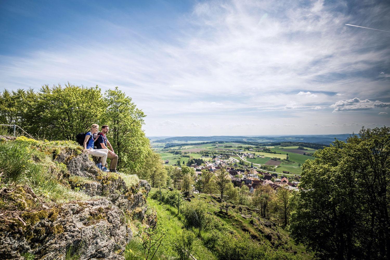 Großes Bild: Weitblick vom Tännesberger Schlossberg über den Oberpfälzer Wald © Tourismuszentrum Oberpfälzer Wald, Thomas Kujat