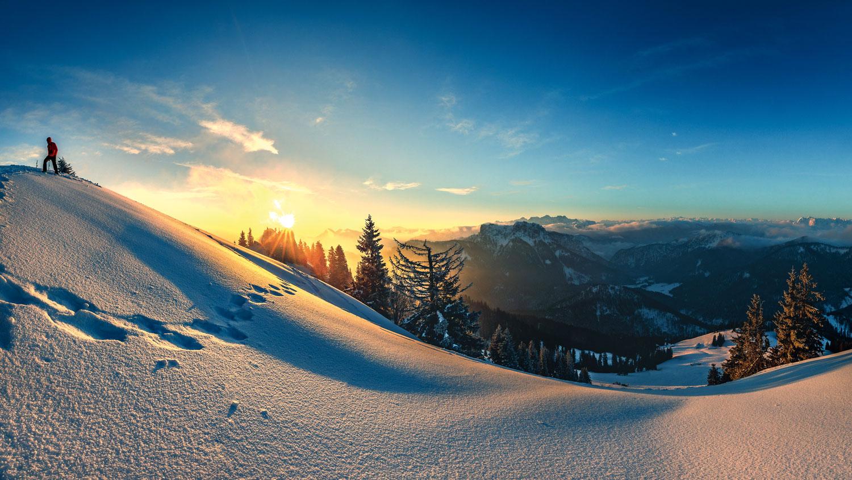 Das Morgenrot lässt die prachtvolle Bergwelt über Ruhpolding erstrahlen © Ruhpolding Tourismus GmbH, Andreas Plenk