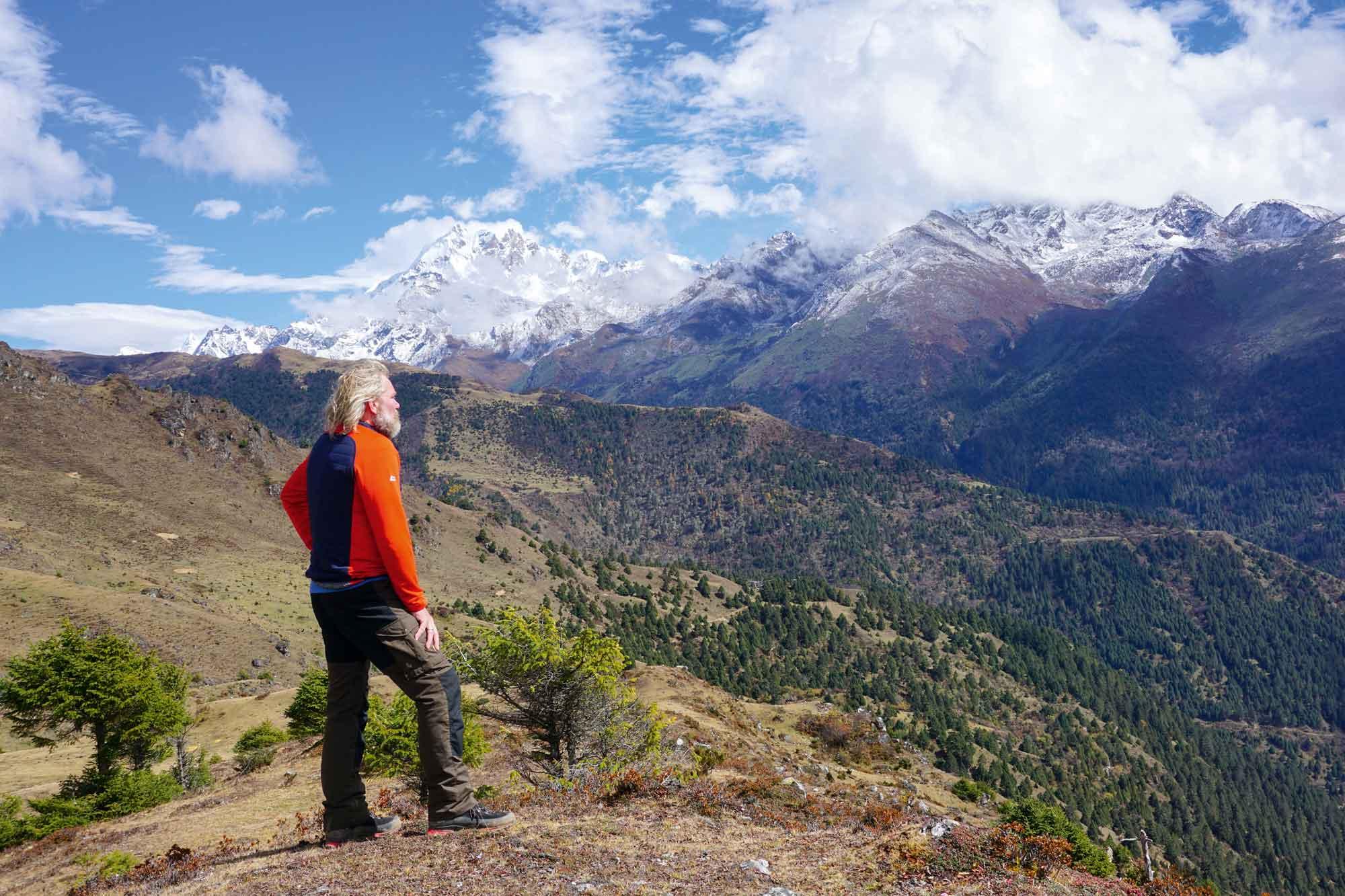 Das Dorf Laya ist eines der am höchsten gelegenen Dörfer in Bhutan, deren Einwohner Halbnomaden sind. Laya liegt unweit der Grenze zu Tibet und ist umgeben von den mächtigen Eisriesen des Himalayas, wie dem 7.194 m hohen Masagang © Knut Seibel