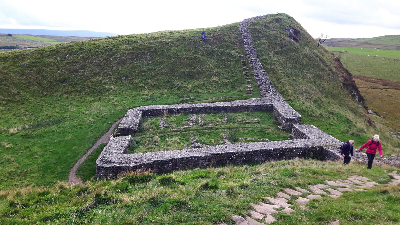 Bis heute sieht man die Ringmauern ehemaliger Wehranlagen