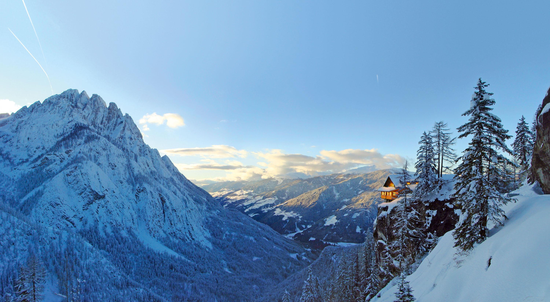 Einzigartiger Blick auf die Dolomitenhütte in den Lienzer Dolomiten in Osttirol © ®Grafikzloebl