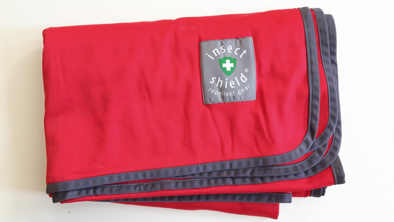 Insect Shield Blanket Gute Basis! Ein Picknick im Grünen ohne Zeckengefahr. Mit dieser Decke kein Problem, denn sie ist mit Insect Shield dauerhaft und gesundheitlich unbedenklich ausgerüstet. Auch prima als Decke in der Lodge gegen Moskitos. 49,00 Euro