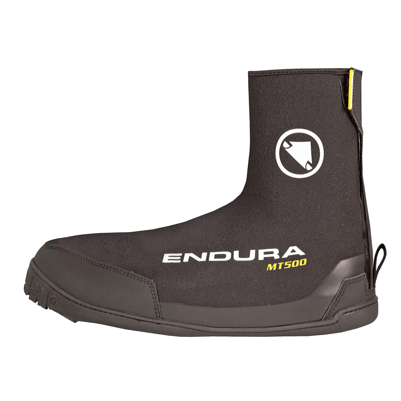 Enduras MT500 Plus Overshoe Trockene und warme Füße! Wer im Winter mit dem Rad unterwegs ist, weiß, wie wichtig das ist. Trockene Füße sind nicht nur Komfort, sondern auch Sicherheit. Diese Überschuhe mit Neoprensohle sind elastisch, schnell überzustülpen und bieten vollen Schutz. 49,99 Euro